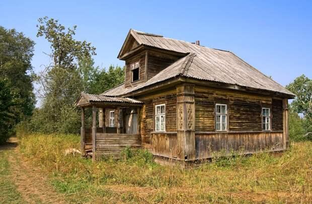 Сейчас при строительстве деревянного дома подрядчик дает гарантию не более 20 лет, а старинные могли стоять 400