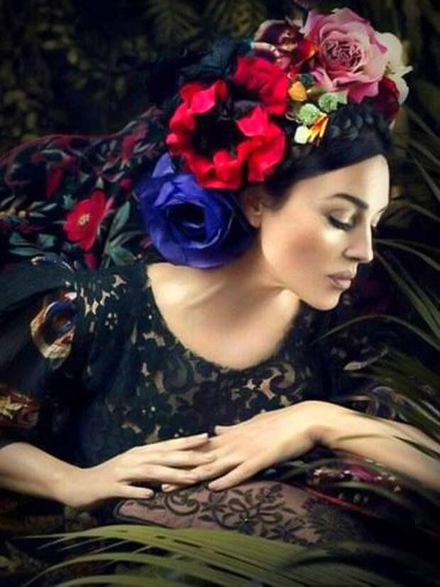 Моника Беллуччи в образе Фриды Кало