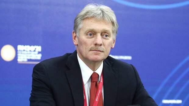 Песков прокомментировал выбор красивой переводчицы на переговоры Путина и Трампа
