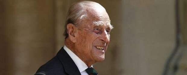 В Сети появилось фото принца Филиппа и Елизаветы II в окружении правнуков