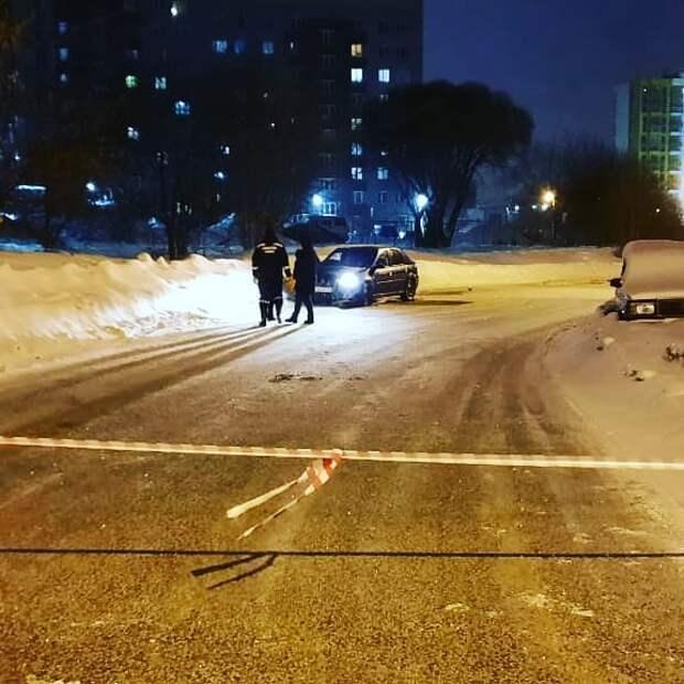Из плена разлившейся из трубопровода воды в Ижевске спасли автомобиль с пассажирами