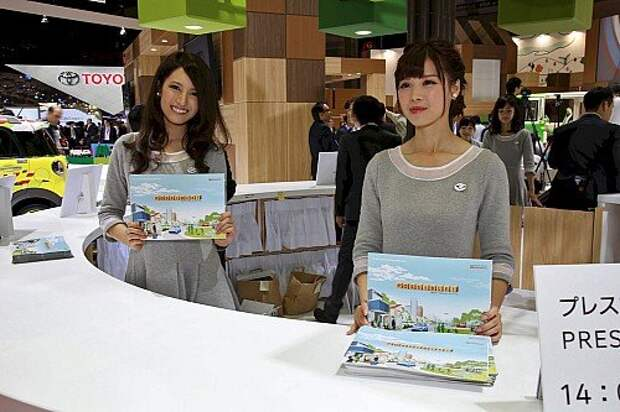 Девушки Токийского мотор-шоу 2015 (ФОТО)