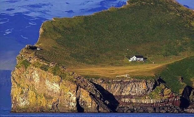 Самый изолированный дом мира стоит пустым уже 100 лет: люди приезжают на остров максимум на день