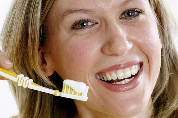 Почему появляется налёт на зубах и как от него избавиться