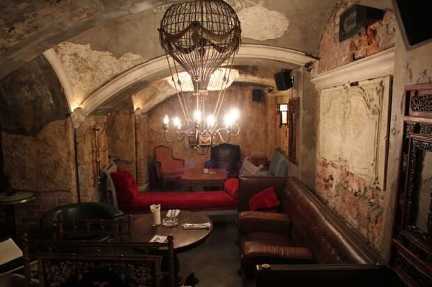 Полиция накрыла в Москве бар с работающими по ночам тайными комнатами