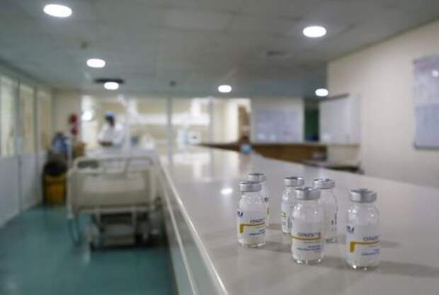 Лекарства в отделении интенсивной терапии для пациентов с коронавирусом, Бейрут, Ливан, 1 октября 2020 г.