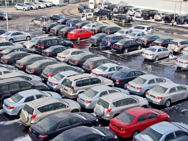 В 2015 году на тысячу россиян приходится 284 автомобиля