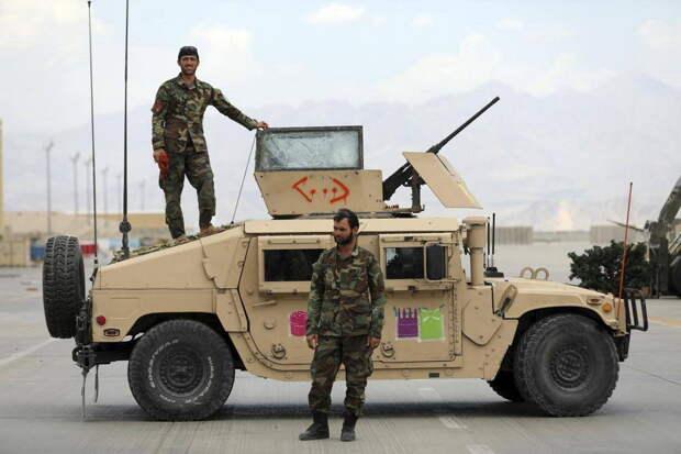 В Сети появились снимки военной техники, брошенной американцами в Афганистане