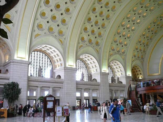5 место. Железнодорожный вокзал в Вашингтоне — Union Station — занял пятое место среди самых посещаемых туристических мест в мире. Ежегодно его посещают 40 миллионов человек.