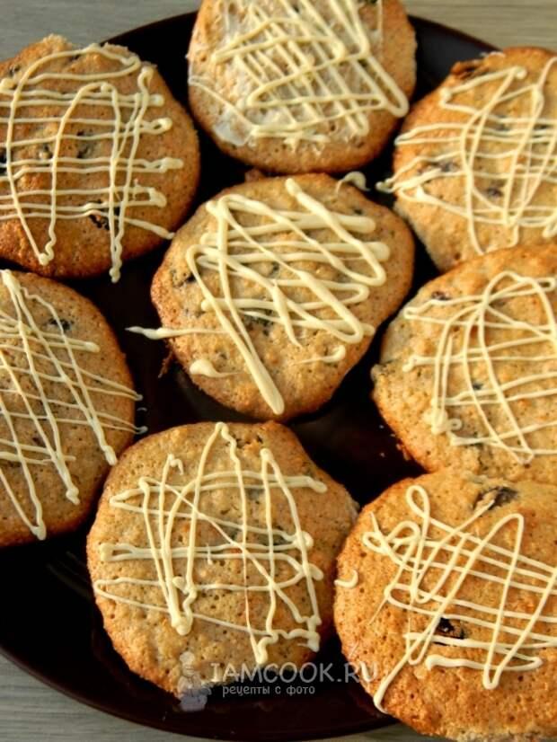 Готовое овсяное печенье с изюмом и белым шоколадом