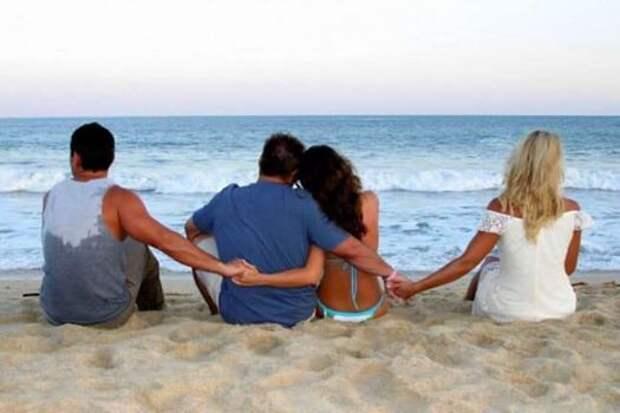 На данном изображении может находиться: один или несколько человек, океан, на улице и вода