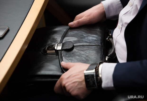 Клипарт.  Сургут, портфель депутата, руки чиновника, дипломат
