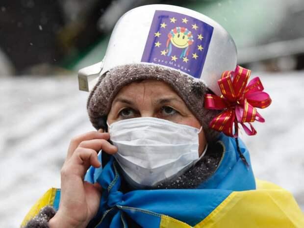 """Шлем гордого патриота: на Украине вспомнили об """"истинных ценностях"""""""