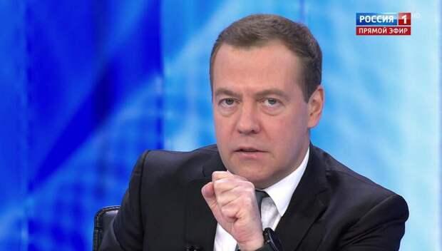Дмитрий Медведев о пенсиях, бензине, санкциях и валюте