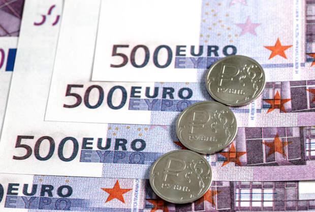 До лета рубль может повторить исторический рекорд падения 2014 года