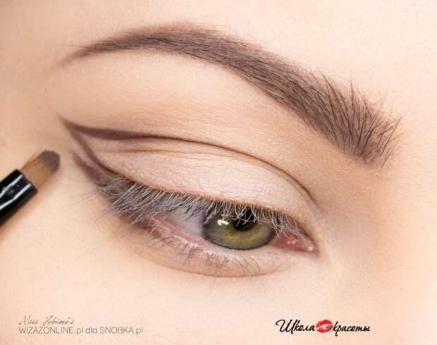 Пошаговый макияж для светлых глаз