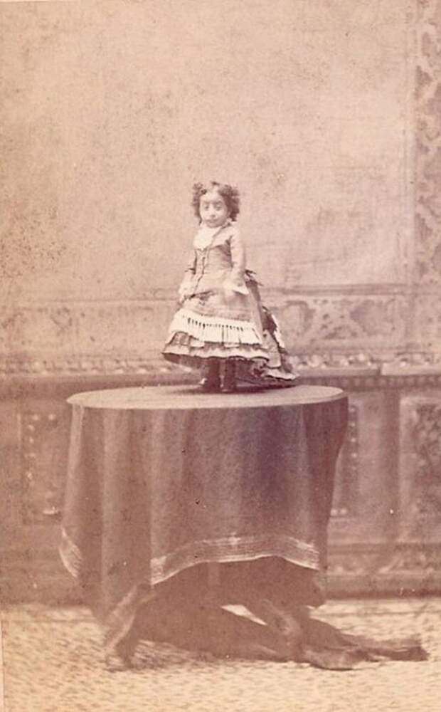 Лусия Сарате, самая маленькая женщина в мире. Её вес составлял всего 2,5 килограмма. интересное, прошлое, фото, цирк