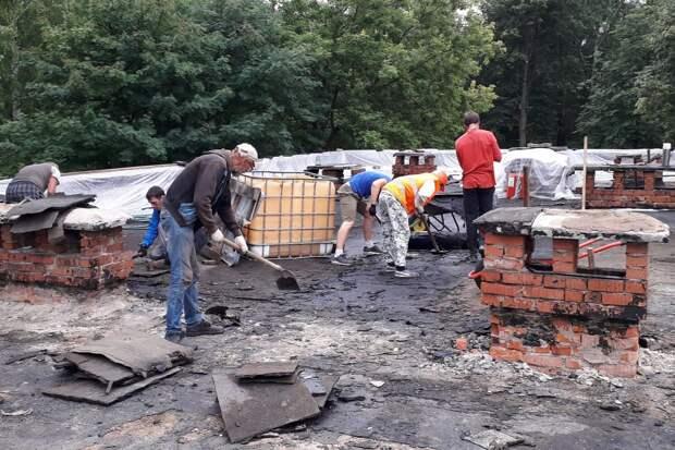 Часть здания школы искусств в Глазове затопило при ремонте кровли