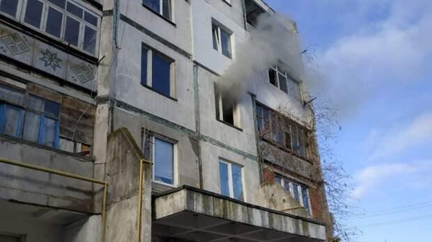 В Кировском районе из многоэтажки эвакуировали 12 человек из-за пожара