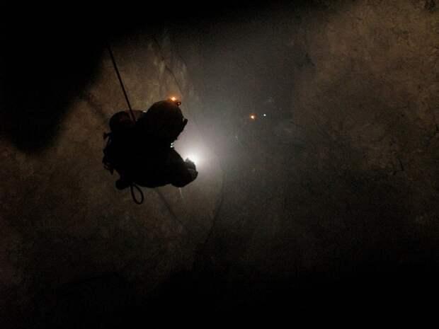 Самая глубокая в мире пещера (21)