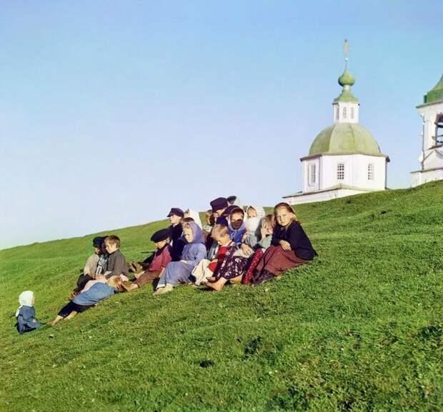 Дети в Белозреске, Вологодская губерния, 1909 год империя., путешествия, цветное фото