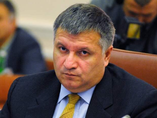 Аваков призвал взрывать всех протестующих в Донецке и Луганске