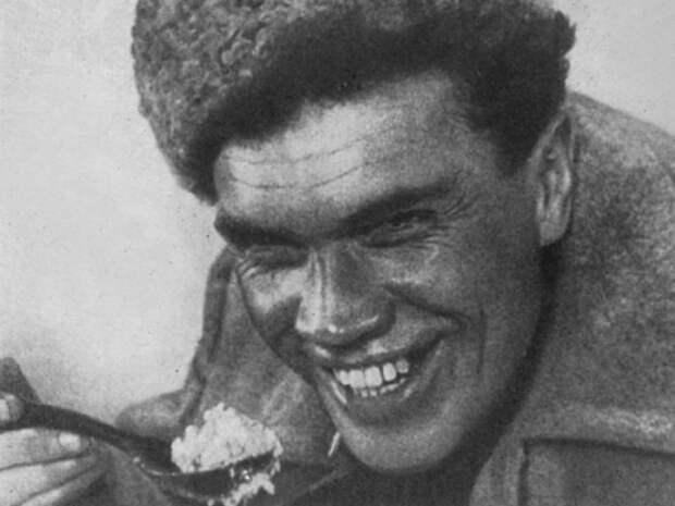 Николай Баталов в роли Сергеева в фильме «Путёвка в жизнь» (1931)