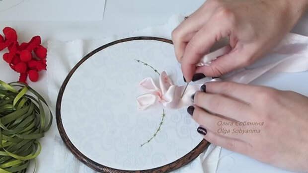 Вышивка лентами для начинающих: миниатюра с цветком