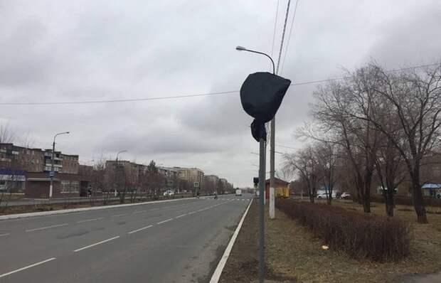 Дорожный знак закрыт черным пакетом: что это значит и стоит ли ждать проблем