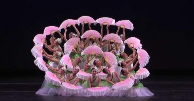 Китайский танец с веерами — зрелище, способное привести в восторг любого!