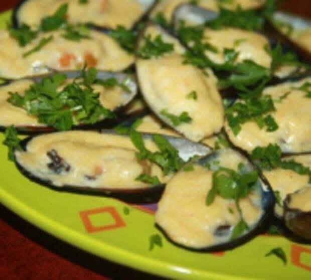 Запеченные мидии с сыром и чесноком