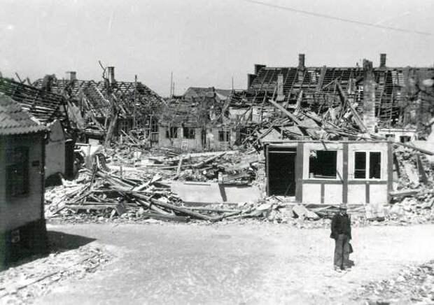 Последствия советской бомбардировки Рённе