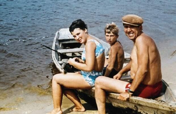 Юрий Никулин на отдыхе с женой и сыном Максимом.