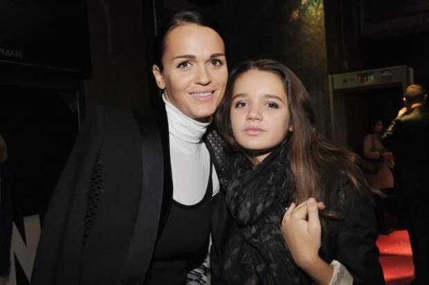 17-летнюю дочь певицы Славы застали за распитием алкоголя вместе с мамой