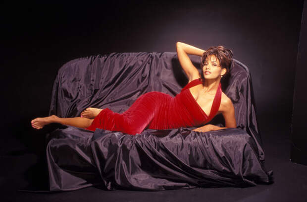 Холли Берри (Halle Berry) в фотосессии Гарри Лэнгдона (Harry Langdon) (1994), фото 11