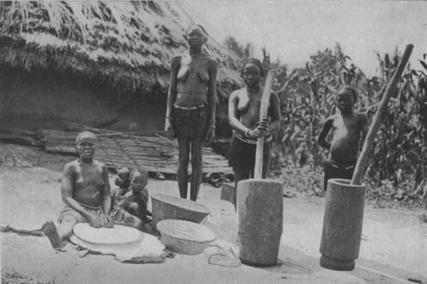 Нубийские женщины со ступками.