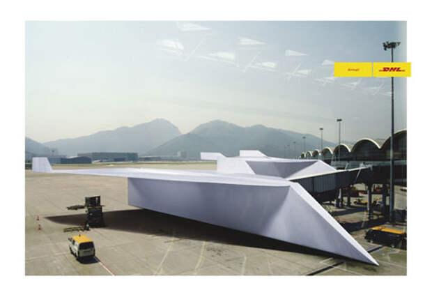 DHL доставляет почту бумажными самолетами