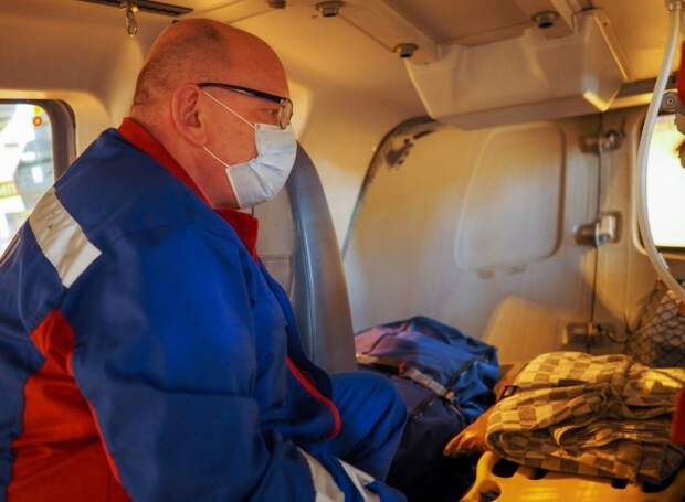 Московские спасатели поздравляют врачей с профессиональным праздником
