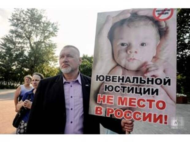 Презервативы вместо хлеба, или На кого работает Красный Крест в России
