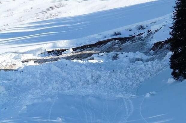 В Бурятии найдено тело одного из трех туристов, которых накрыла лавина
