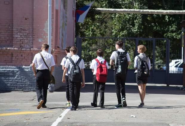 Не хотели на уроки: в Краснодаре двое семиклассников выпрыгнули из окна школы