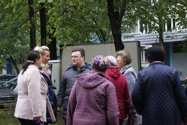 Руководство Алтуфьева вместе с жителями проверило состояние многоквартирных домов