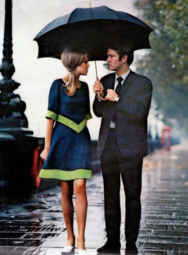 Девушка в великолепном платье в стиле 60-х.