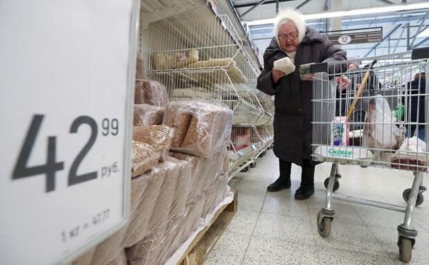Путин предложил подумать над сертификатами на продукты для бедных