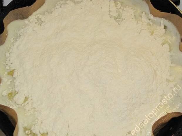 Добавить необходимое количество муки. пошаговое фото приготовления торта Дамские пальчики
