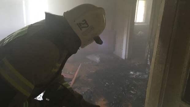 В Красногвардейском районе мужчину спасли из пожара в доме