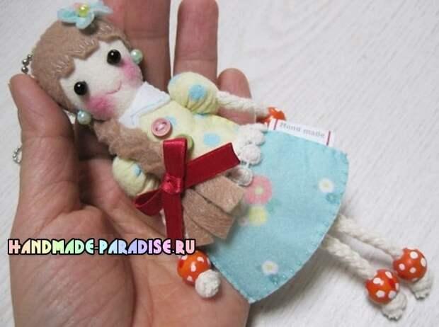 Куколка из фетра - детский кулон своими руками (14)