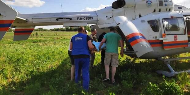 Работа врачей авиамедицинской бригады. Фото: Пресс-служба МЧС по ЮВАО