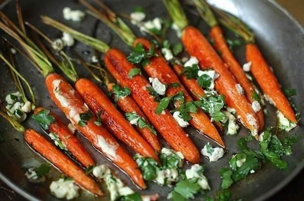 Запеченная морковка с травами и сыром