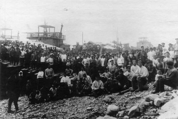 03. Группа рабочих Ленских приисков. 1912